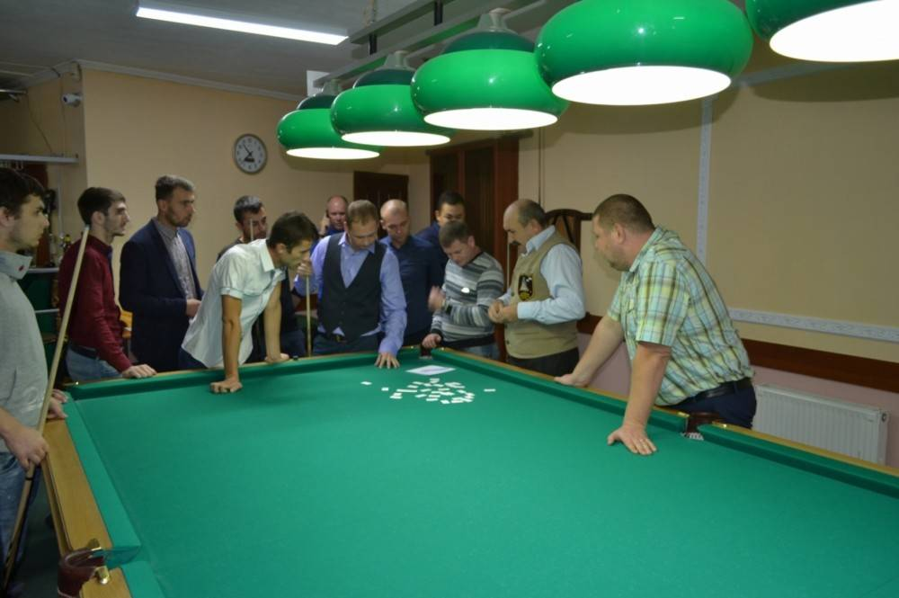 В Феодосии прошли первые городские соревнования по бильярдному спорту