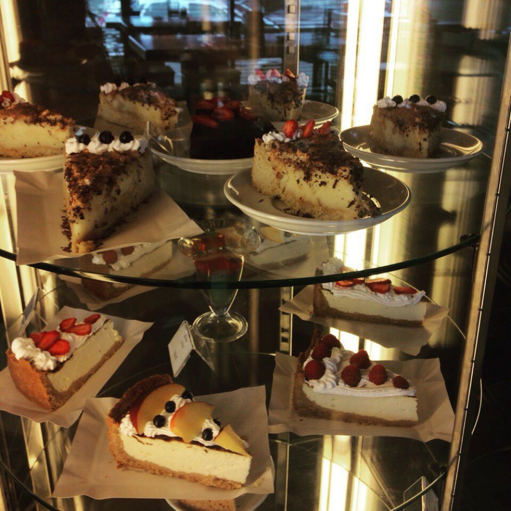 Кафе «Bon appetit» приветствует гостей и жителей города!
