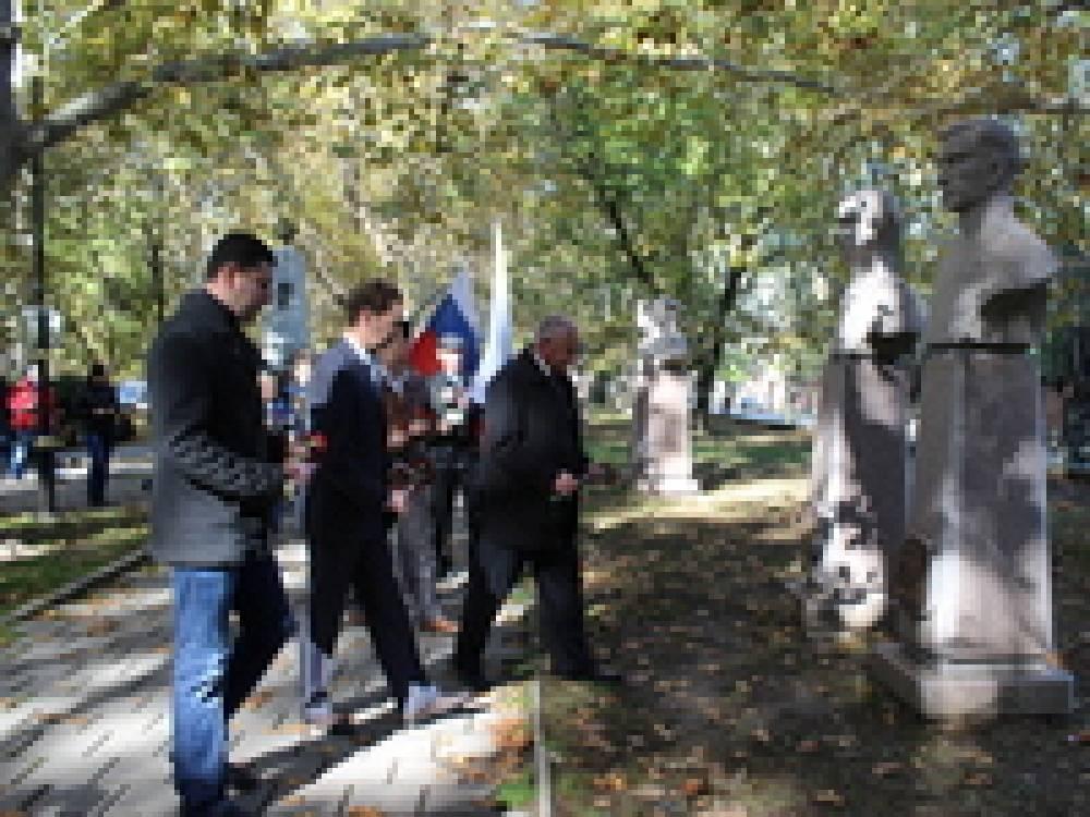 В Феодосии отметили 95-летие Амет-Хан Султана