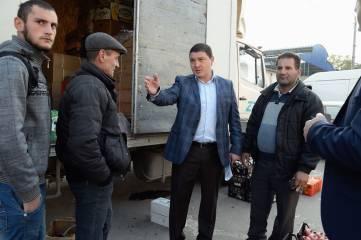На нелегальных торговцев в районе Центрального рынка Феодосии составили протоколы