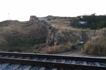 Уберут ли железную дорогу на территории крепости Ени-Кале?