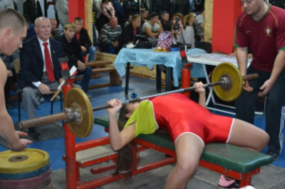 В Феодосии проходит второй чемпионат города по жиму лежа (ФОТО)