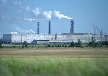 Подачей воды в пруды-накопители крымского