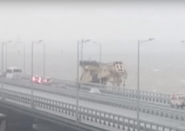 Видео с места столкновения плавкрана с опорой Крымского моста