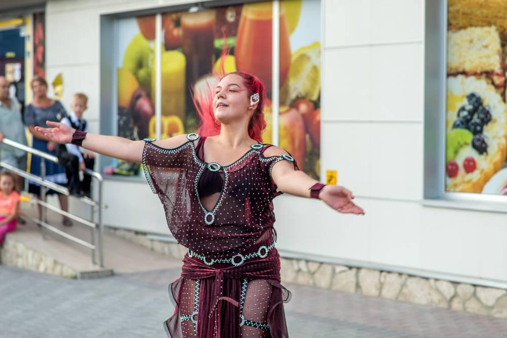 Уличные танцы в Феодосии