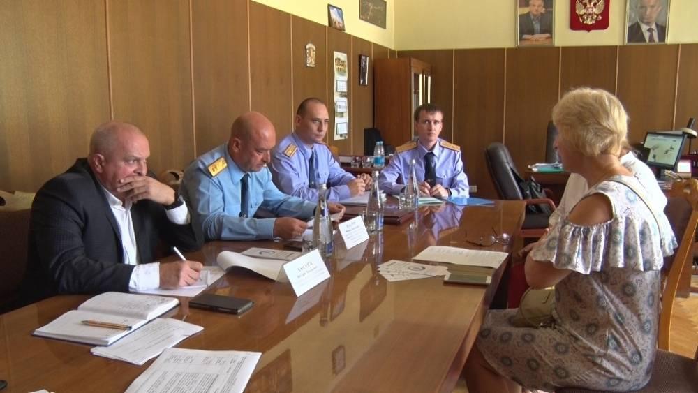 Представители Следственного комитета и Уполномоченного по правам человека провели в Ялте личный прием граждан