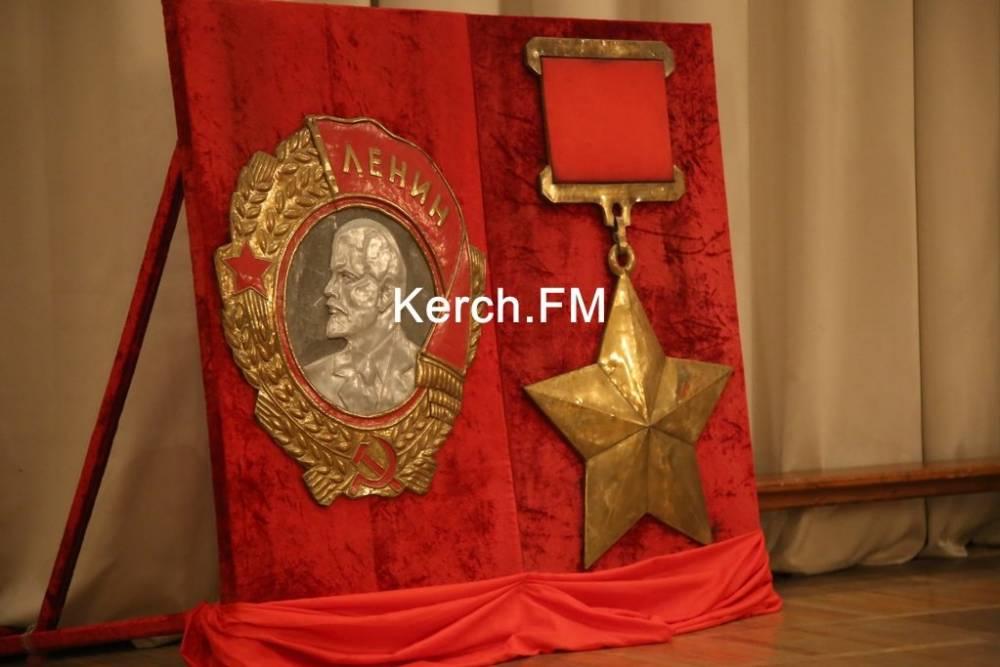 В Керчи прошло торжественное собрание в годовщину присвоения звания «город-герой»