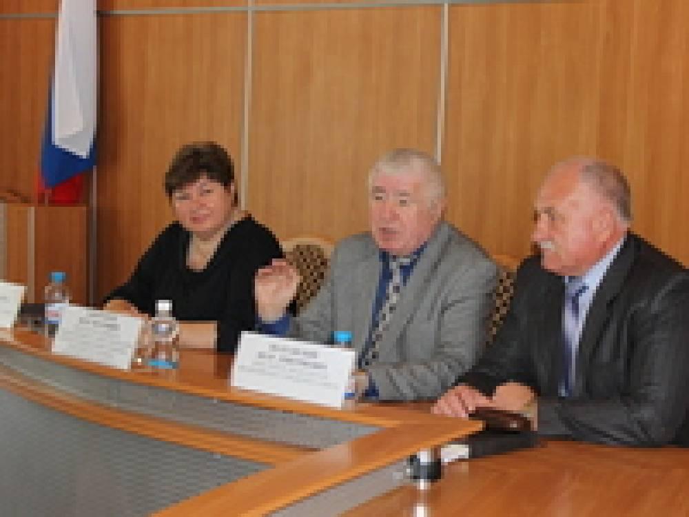 Петр Запорожец провел встречу с руководителями социальных служб города