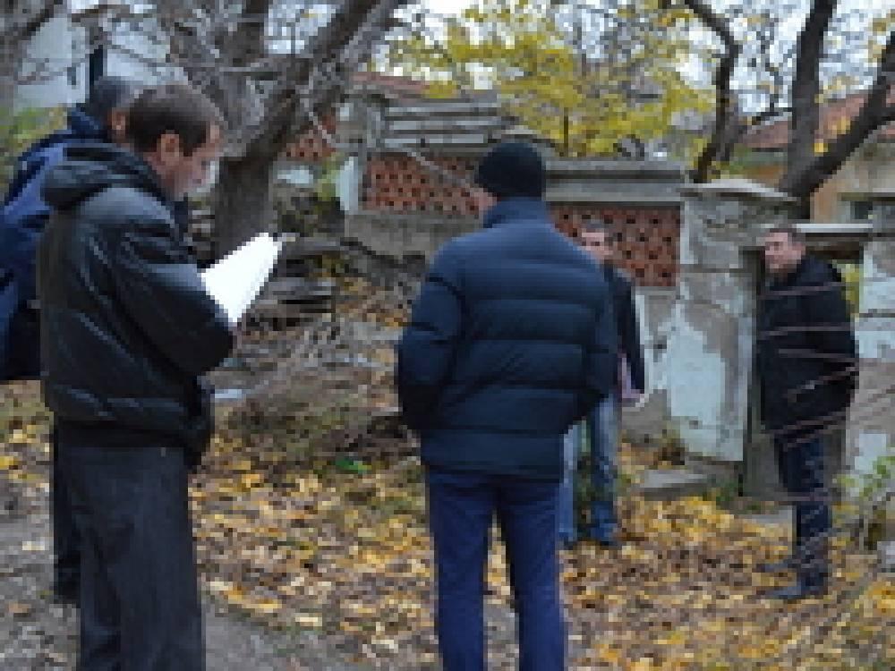 В Феодосии прошел первый рейд комиссии по выявлению незаконных врезок в ливневую канализацию