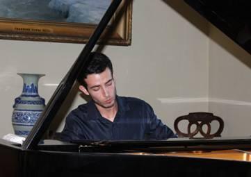 Португальский пианист дал концерт в галерее Айвазовского