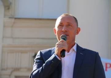 Вице-губернатор Владимир Базаров поздравил школьников с Всероссийским фестивалем энергосбережения «ВместеЯрче»