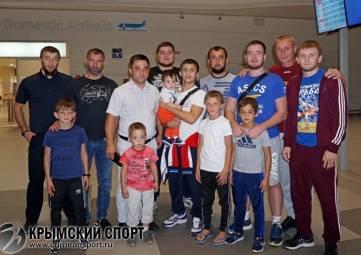 Бронзовый призер юниорского первенства мира по греко-римской борьбе Эмин Сефершаев вернулся в Симферополь