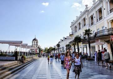 Вице-премьер Крыма предложил отслеживать незарегистрированные объекты в Ялте с помощью фотоотчетов