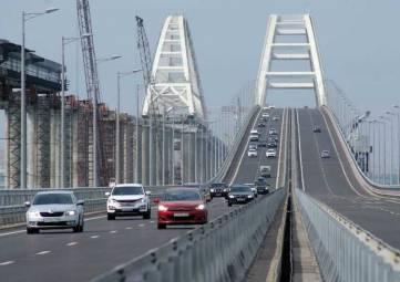 В Крыму рассказали о начале движения фур по Крымскому мосту