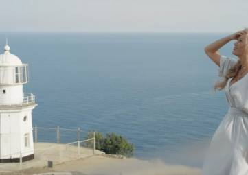 Вика Цыганова представила новый клип, снятый на мысе  Меганом