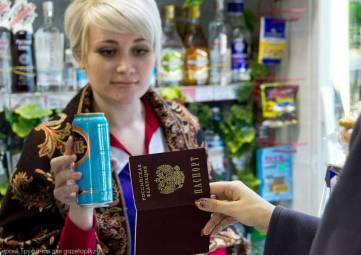Россиянам младше 21 года запретят продавать алкоголь