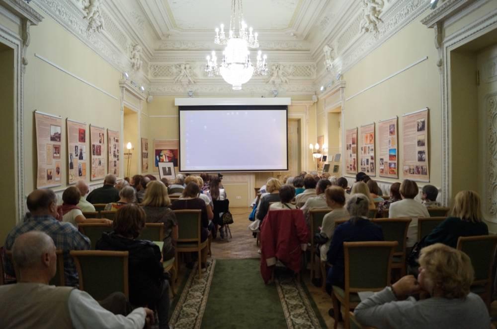 Продлена работа выставки «Дом Поэта» в Санкт-Петербурге