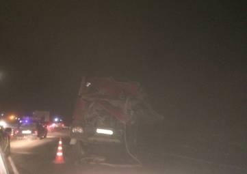 Авария с участием двух грузовиков на трассе