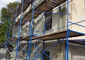 В Севастополе продолжают работы по обновлению фасадов