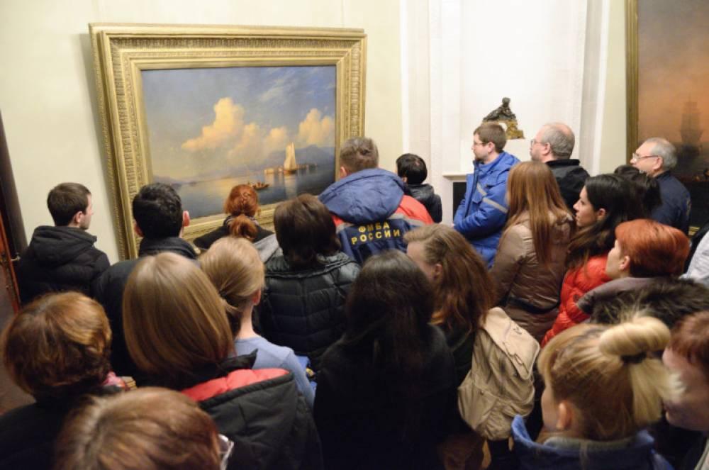 Сотрудники Федерального медико-биологического агентства посетили картинную галерею им.И.Айвазовского