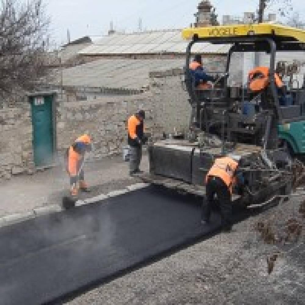 В Феодосии ремонтируют дороги