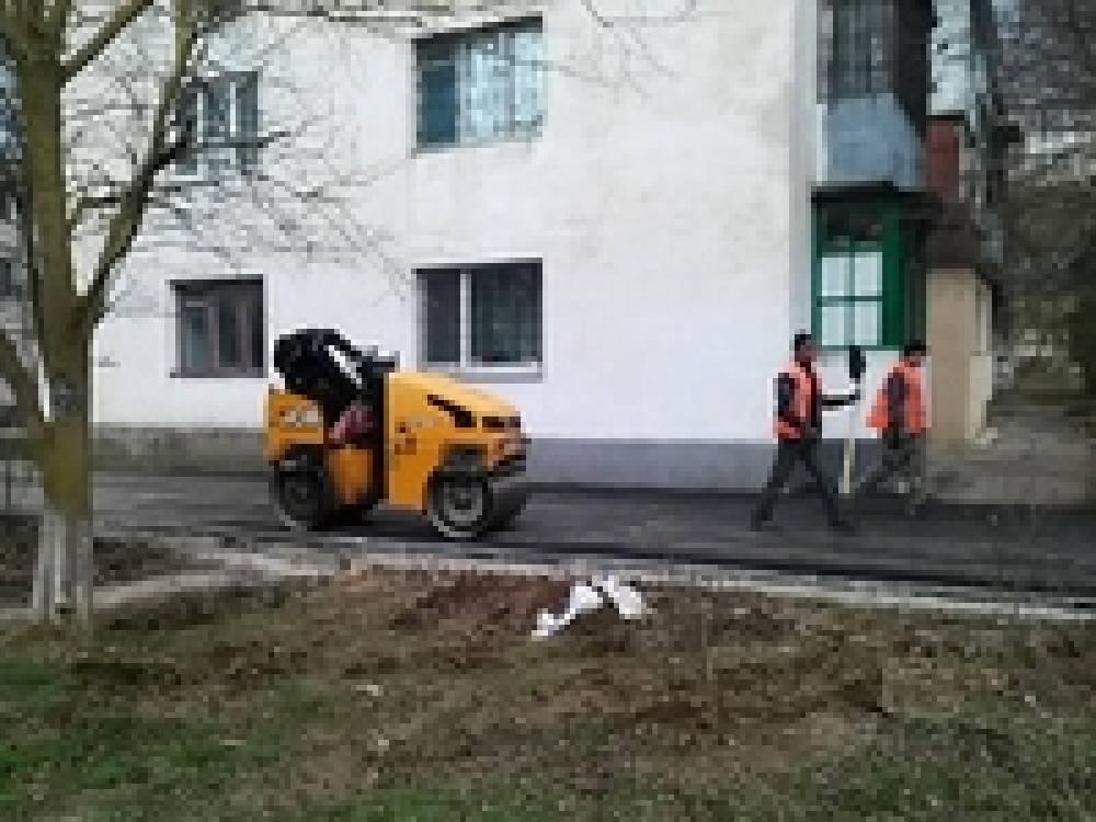 В феодосийском поселке заканчивается восстановление части тротуара