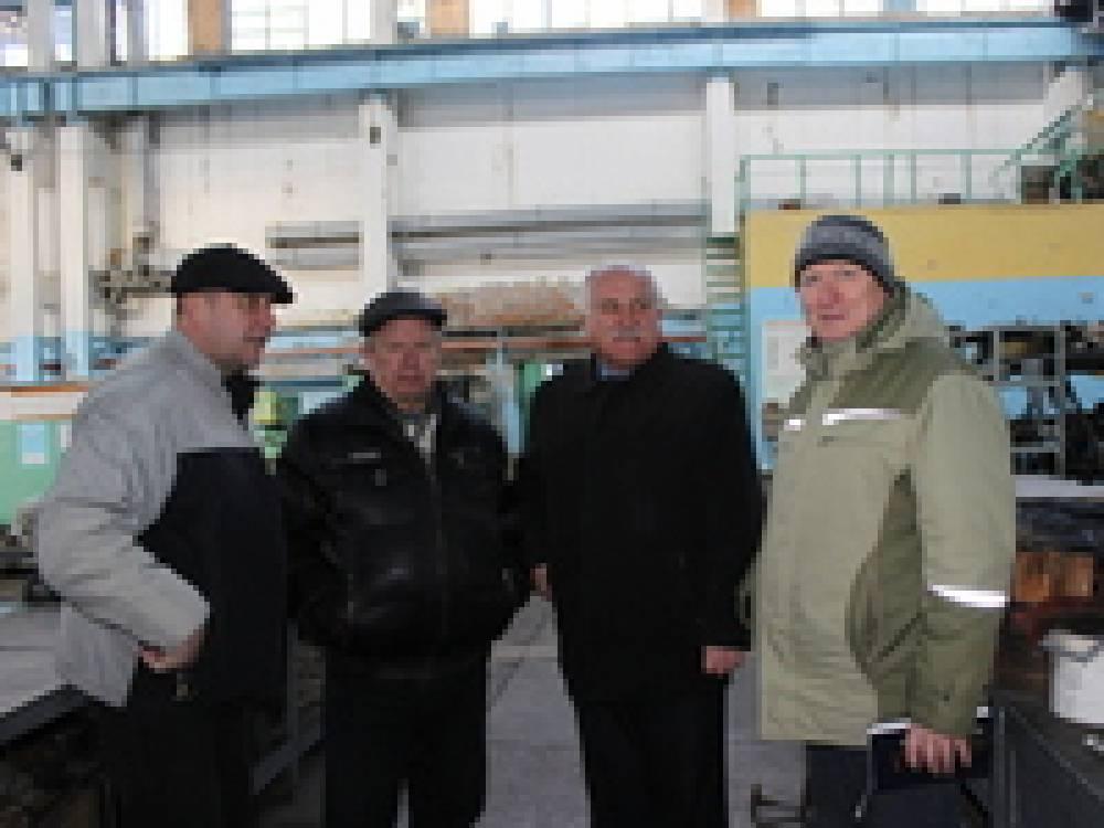 Петр Полтавский посетил судомеханический завод