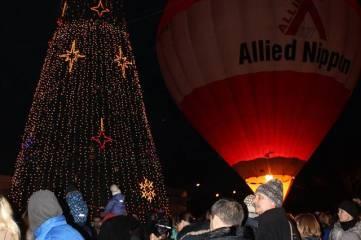 В Феодосии зажгли новогоднюю елку