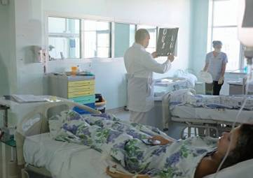 Медики из Москвы летят в Крым из-за осложнений у двух пострадавших в Керчи