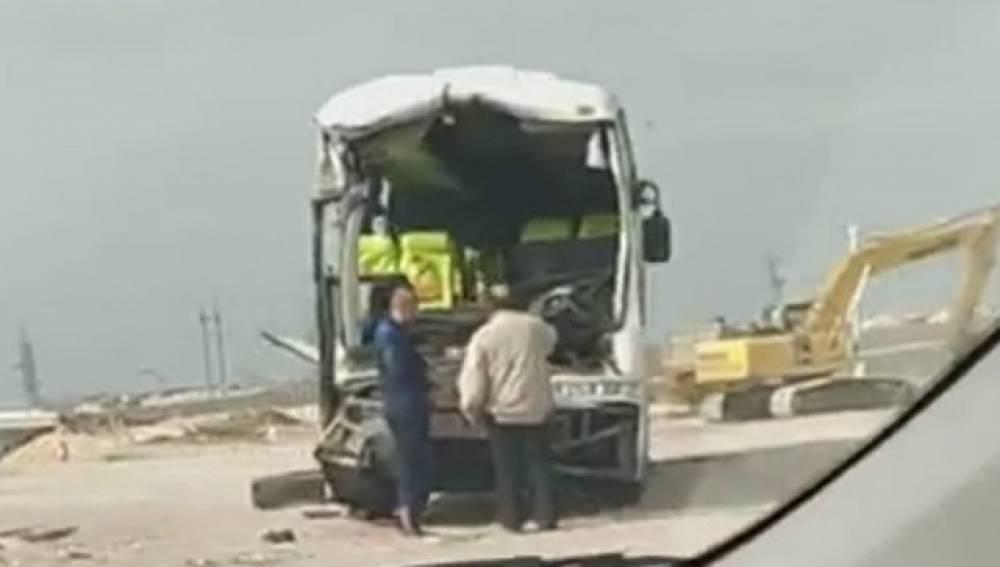 Микроавтобус спассажирами опрокинулся вКрыму