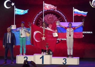 Спортсмены из Судака завоевали серебро и бронзу на Чемпионате мира по армрестлингу