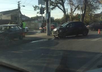 В Симферополе девятка после столкновения с иномаркой снесла ограждения и вылетела на тротуар, - ФОТО