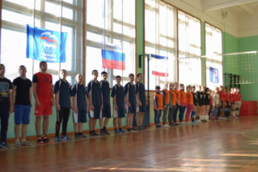 В Феодосии проходит чемпионат по волейболу, среди учебных учреждений и любительских команд