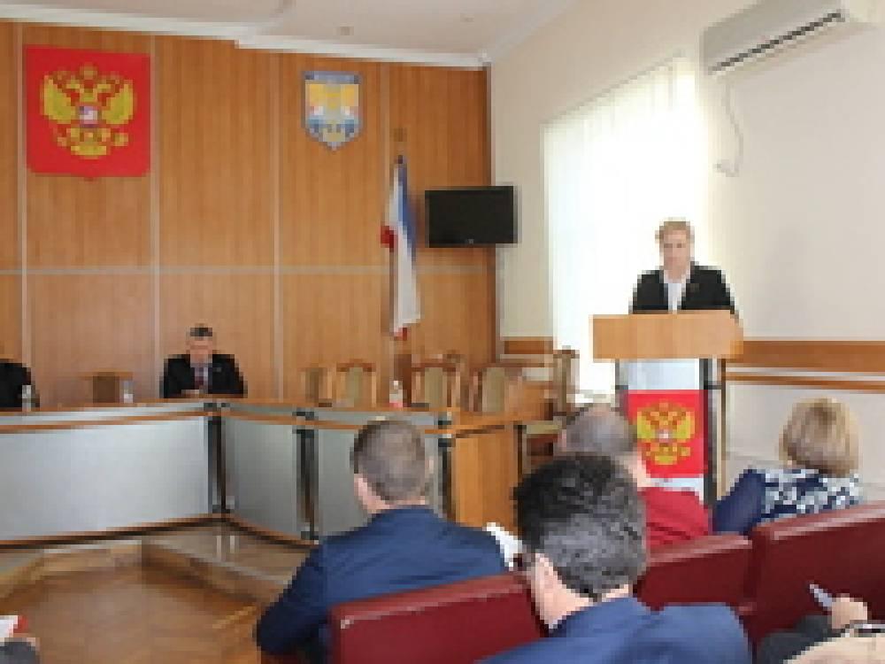 Депутаты заслушали отчет председателя горсовета и приняли бюджет на 2016 год