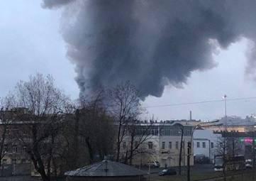 В Санкт-Петербурге горит гипермаркет, эвакуированы более 800 человек