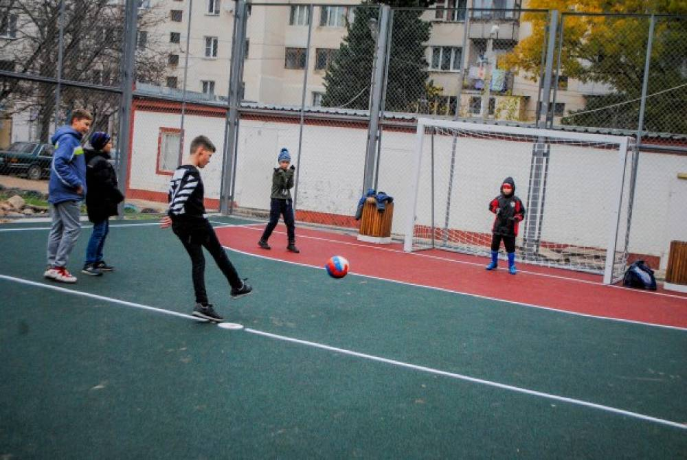 В бухте Казачья установили новую спортивную площадку (ФОТО)