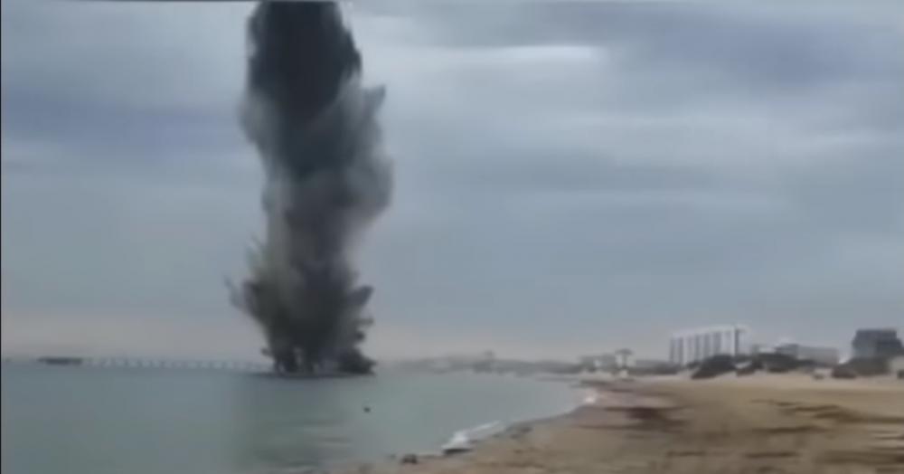 Взрыв морской мины на пляже