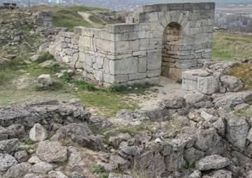 В РАН озабочены состоянием античных объектов на Митридате в Керчи
