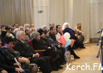 В Керчи на День Конституции РФ торжественно заключили брак