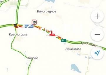 На Керченской трассе столкнулись фура и грузовик