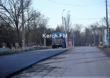 На Войкова в Керчи заасфальтировали ж/д переезд