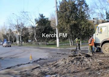 Ямы на перекрестке Кирова-Еременко подготавливают к ремонту