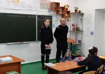 В преддверии новогодних праздников сотрудники полиции Первомайского района проводят для учащихся профилактические беседы