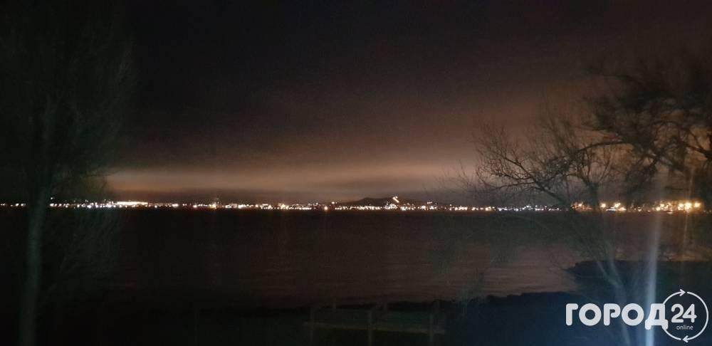 Салют на фоне Крымского моста