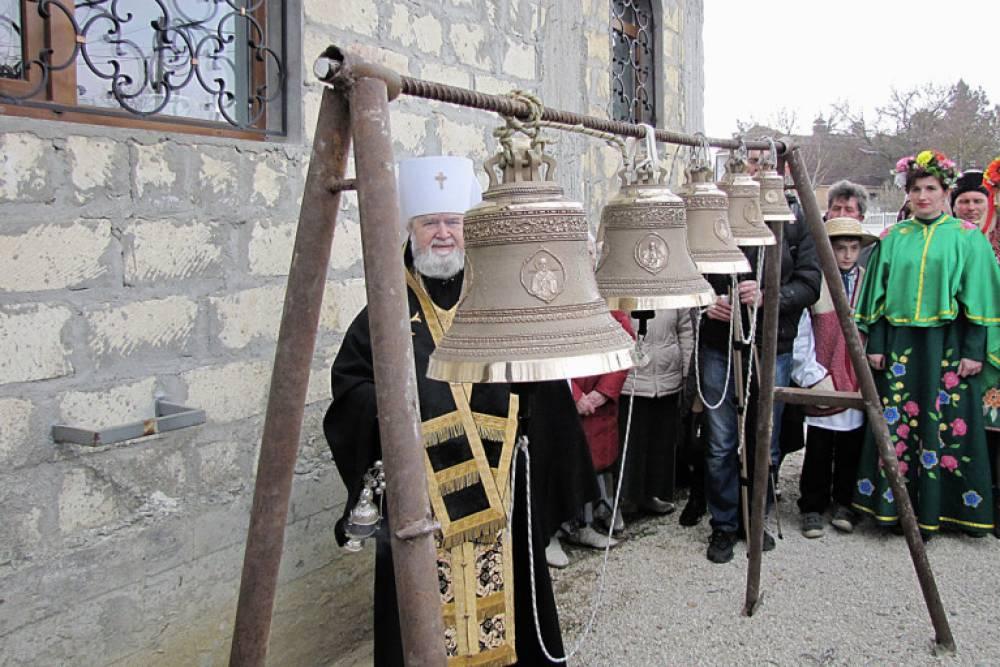 В феодосийском селе Береговом освятили колокола строящегося храма во имя Святой Троицы