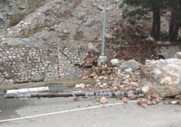 На трассе Ялта- Севастополь  произошел обвал горной породы