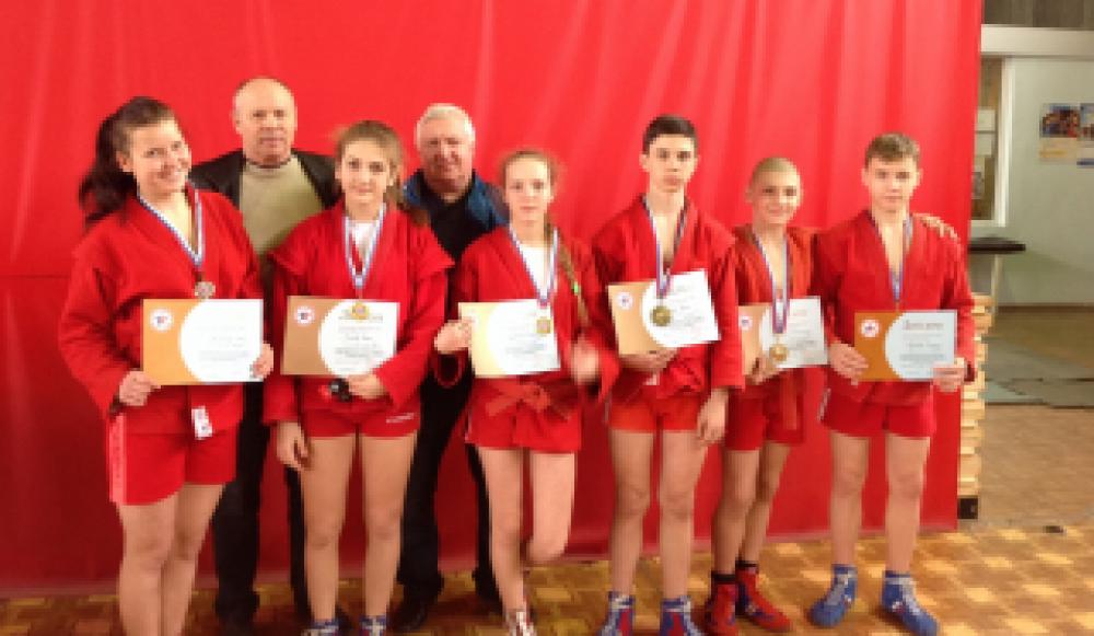 Феодосийские самбисты приняли участие в республиканских соревнованиях - на их счету 7 призовых!