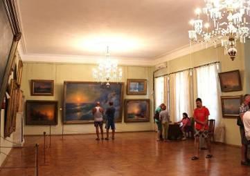 Картины Айвазовского покажут всей стране