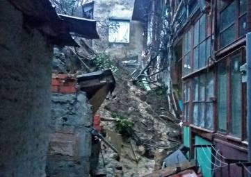 В Ялте рухнула опорная стена