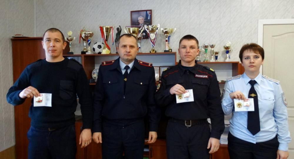 В Первомайском районе полицейским вручили значки ГТО